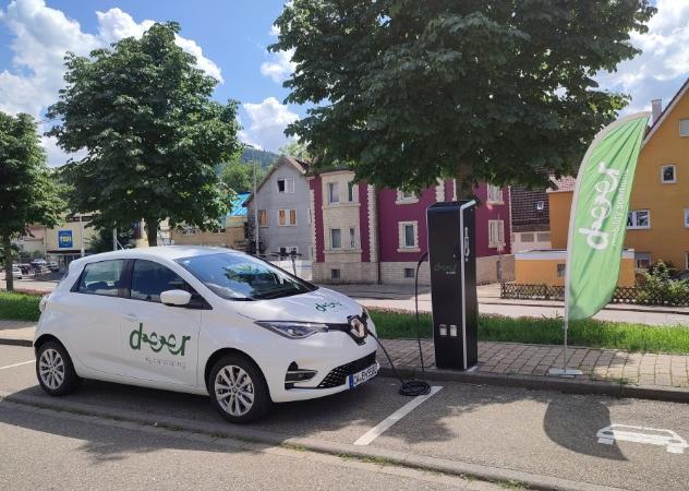 deer e-Carsharing Auto an Elektrotankstelle